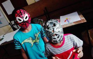 Bambini con maschere